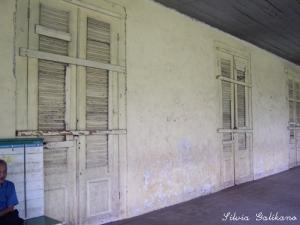 Tiga pasang pintu depan di rumah Indische. Foto: Silvia Galikano.