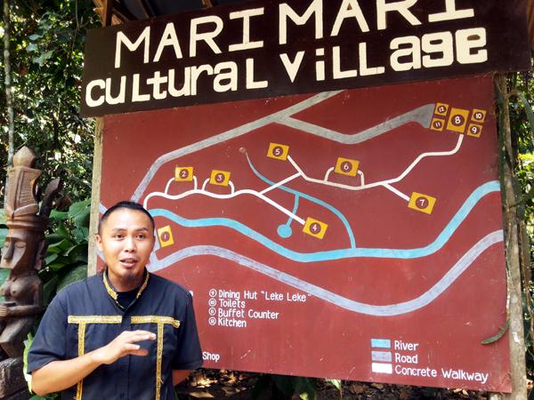 Benedict Pulian menjelaskan tentang MariMari Cultural Village. Foto: Silvia Galikano