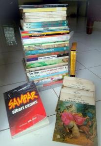 Karya tulis dan terjemahan Nh Dini. Foto: Silvia Galikano.