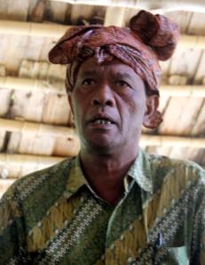 Abednego Dedi, Pembina Kesenian Desa Porelea. Foto: Silvia Galikano