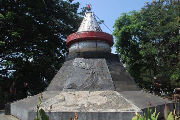 Monumen Krakatau di Taman Dipangga