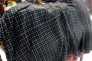 Kain kembang koma yang dikenakan masyarakat saat menenun dilarang