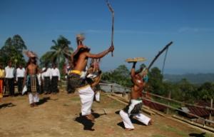 Caci, seni bela diri khas Manggarai, dipertunjukkan di Kampung Melo, Desa Liang Ndara, Manggarai Barat, Nusa Tenggara Timur (6)