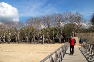 Dermaga Loh Liang di Pulau Komodo