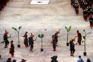 tari-kolosal-di-festival-budaya-tua-buton-foto-silvia-galikano-8