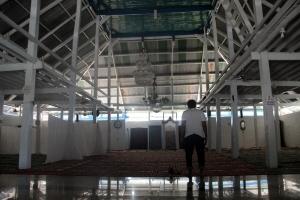 bagian-dalam-masjid-agung-keraton-buton-foto-silvia-galikano-2