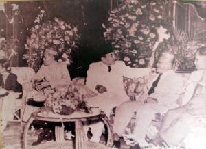 penggabungan-kerajaan-dan-kesultanan-di-seluruh-indonesia-ke-dalam-nkri-makassar-1950__ki-ka-andi-idjo-karaeng-la-lolang-raja-gowa-ke-32-sukarno-sultan-buton-ke-38-la-ode-muhammad-falihi-37-60