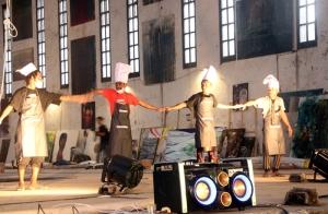 suguhan-breakdance-dari-penari-kuliner-papua-usai-mereka-memasak-foto-silvia-galikano-2