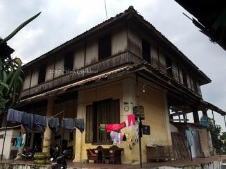 Rumah Oei Tjie Sin, dahulu bagian belakang, sekarang jadi bagian depan asrama keluarga TNI AD. (Foto: Silvia Galikano)