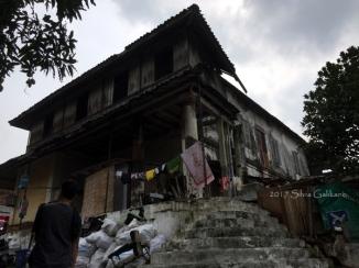 Rumah Oei Tjie Sin, dahulu bagian depan, sekarang jadi bagian belakang asrama keluarga TNI AD. (Foto: Silvia Galikano)