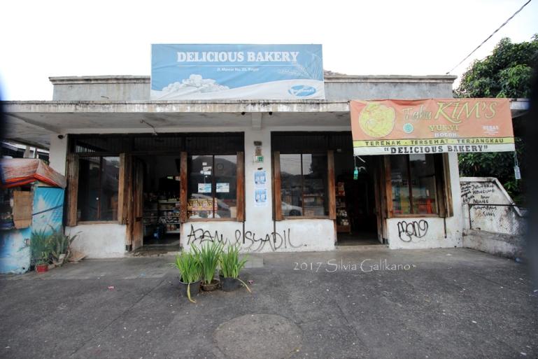 Toko roti Delicieus di Jalan Mawar 22 Bogor